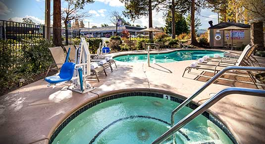 Martinez CA Hotel - outdoor pool and spa