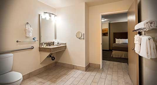 Martinez CA Hotel - private bathroom