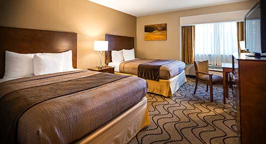 Martinez CA Hotel - two queen bed with private bathrooms